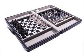 Фото 3 к товару Набор из 3 игр в кожаном кейсе (шахматы, шашки, нарды) Duke SG1150