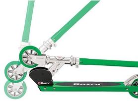 Фото 2 к товару Самокат складной Razor S зеленый