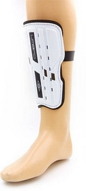 Щитки футбольные Umbro FB-324-W бело-черные