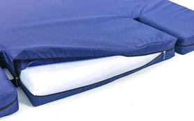 Фото 3 к товару Мат гимнастический с вырезом под шведскую стенку ZLT 120х100х8 см синий