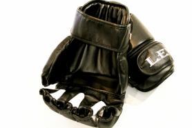 Фото 2 к товару Перчатки боксерские Лев LV-4281-BK Класс черные
