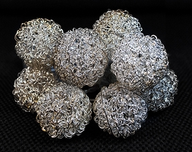 Фото 3 к товару Гирлянда Luca Lighting Золотистые шарики 1,05 м