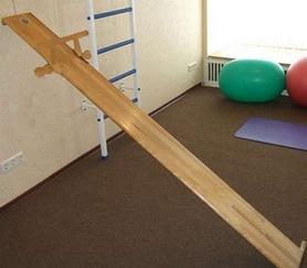 Тренажер для спины с креплением к стене