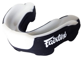 Капа Fairtex MG3, черная (MG3-blk)