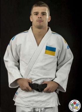 Кимоно для дзюдо Adidas Champion 2 IJF белое с сине-желтыми полосами
